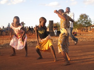 talent-show-kids-dancing