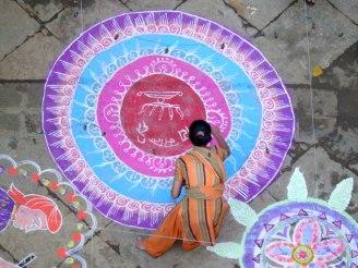 http://www.picturejockey.com/pblog/2008/10/rangoli.html